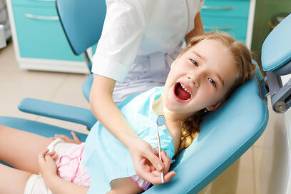 BABY TEETH: WHEN SHOULD A CHILD FIRST VISIT A DENTIST?